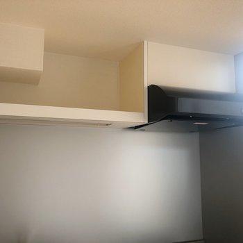 【2階】上にはオープンな棚があります。