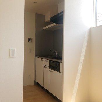 【2階】キッチンを覗いてみます。