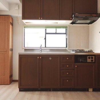キッチンもシックなブラウン。こっちはビターチョコだね