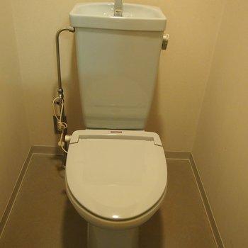 ブルーのトイレです