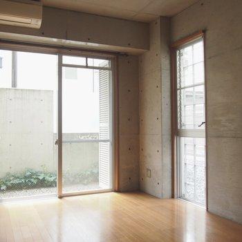 角部屋ならではの窓がふたつ!