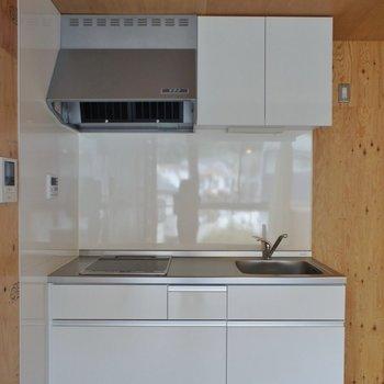 キッチンはホワイトに。