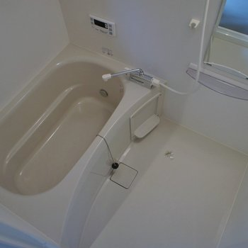 浴室乾燥機付きの浴室。
