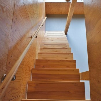 さてさて階段を下りてみましょう。
