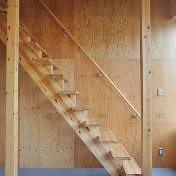 この階段が素敵。