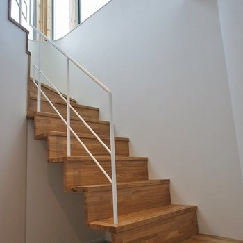 このウッドの階段♡たまらない。。。