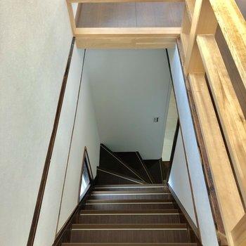 階段はちと急なのでお気をつけて。