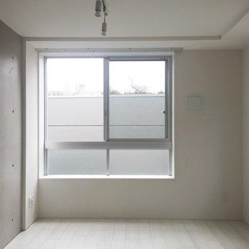 彩り甲斐のあるお部屋ですね!※写真は通電前・2階の反転取り別部屋のものです