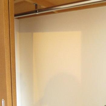 クローゼットもあるし※写真は8階の反転間取り別部屋のものです。