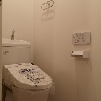 トイレも新品。