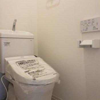 ウォシュレット完備の清潔なトイレ
