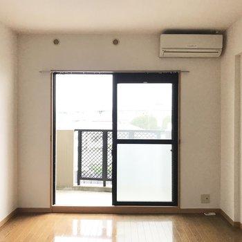テレビは右端らへんかな。※写真は4階の同間取り別部屋、清掃前のものです