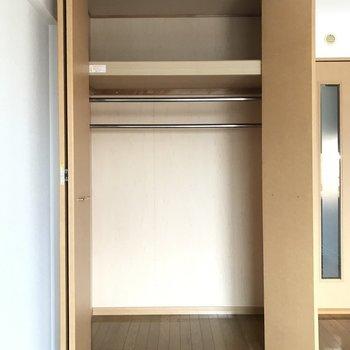 お部屋唯一の収納です。フル活用しよう!※写真は4階の同間取り別部屋、清掃前のものです