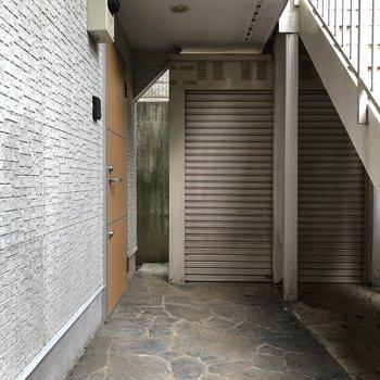 お部屋は1階の1番奥の角部屋です