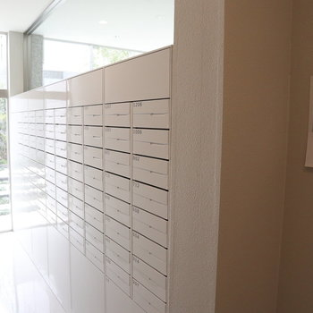 宅配ポストもかっこいいデザイン。
