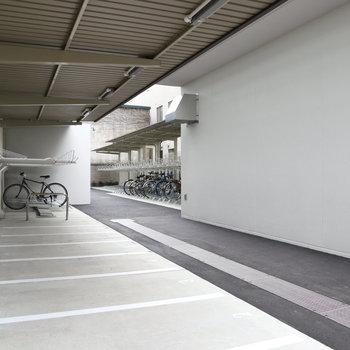 屋根付き駐輪場。 6月も安心です。