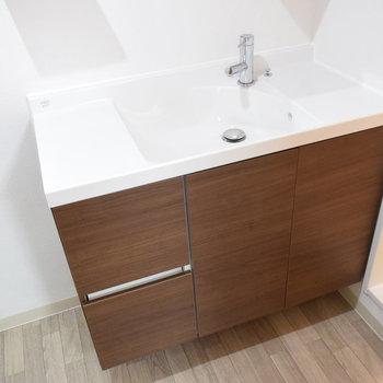 洗面ボールも水平になっているので、歯ブラシや石鹸なども置きやすいですね!