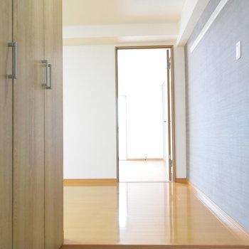 下駄箱があるので玄関からお部屋が見えないのもいいですよね。