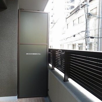 広めのバルコニー(※写真は9階の同間取り別部屋のものです)
