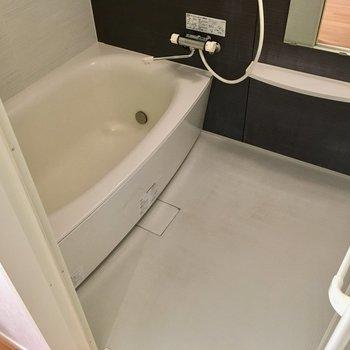 お風呂はゆったりサイズ・・・長風呂しちゃいそうだなぁ。