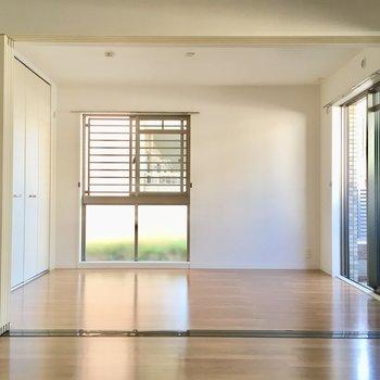 お隣は6.2帖の洋室。角部屋なので、2面採光です!