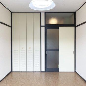 南向き明るいお部屋です。※写真は2階の同間取り別部屋のものです