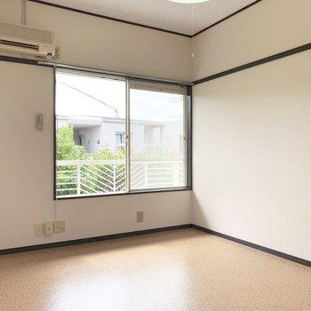 気持ちの良い光と風が入ってきます。※写真は2階の同間取り別部屋のものです