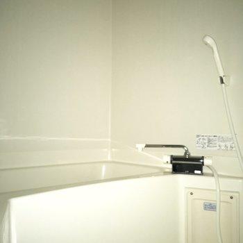 シンプルなデザインです。※写真は通電前のものです・フラッシュを使用しています