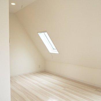 【3階】天窓からも光が差し込みます