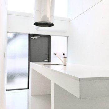 食器や調理器具は下のスペースへ。