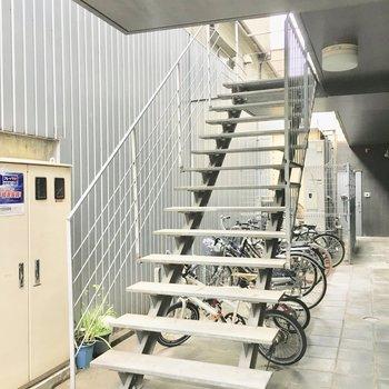 共用部】この階段で2階まで。