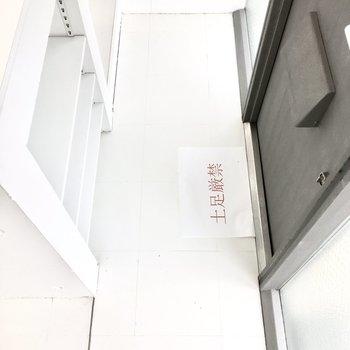 玄関は横長に。