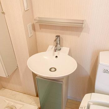 可愛い洗面台。あると朝の支度が楽でいいですよねえ。
