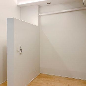 【BD】階段下から部屋奥を見ると。奥にも空間が広がってます。