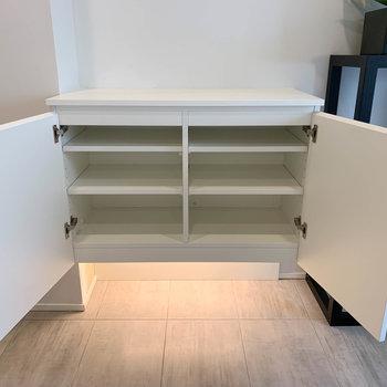 【LD】キッチン後ろにシューズボックスがあります。上に電子レンジ置いたりできるのも◎