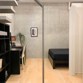 【BD】階段側から見ると。地下室だけど、アングラすぎない感じが良い。