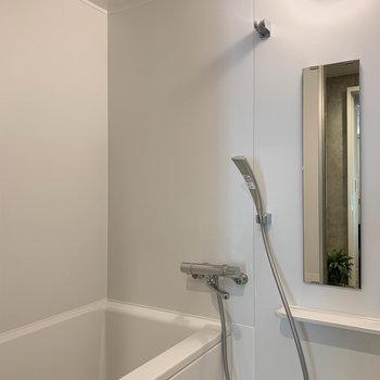 乾燥機付きのお風呂です。室内干しのポールがないのが悔やまれる。。。