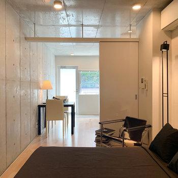 【BD】反対側、お部屋の一番奥から見ると。こっちが寝室ですかね。