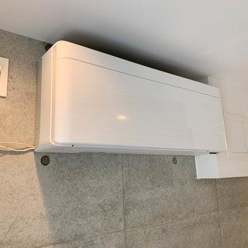 新築なのでエアコンも最新機種!テンションあがります。※写真は2階の同間取り別部屋のものです