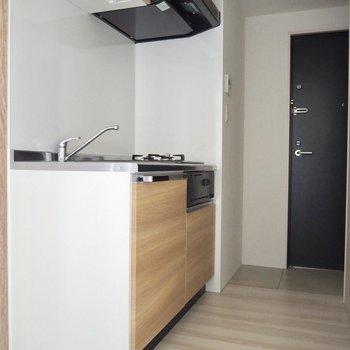 お部屋に馴染む、ウッド調なキッチン※写真は2階反転間取り別部屋のものです