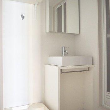 洗面台の収納は考えなきゃ※写真は2階反転間取り別部屋のものです