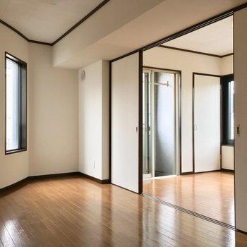DKから洋室を眺める。