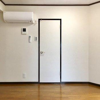 ドアの中は、バス・トイレ。