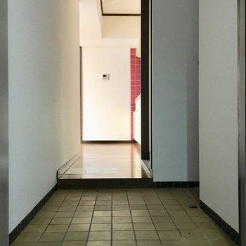 玄関はけっこうよゆうありますよ。