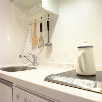 1口のシンプルなキッチン※写真はモデルルームです。