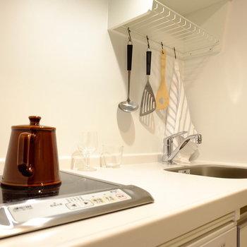 キッチンはすっきりホワイト※写真はモデルルームです。