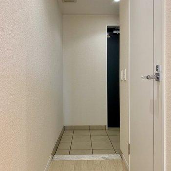 玄関は奥行きがあり、広いです