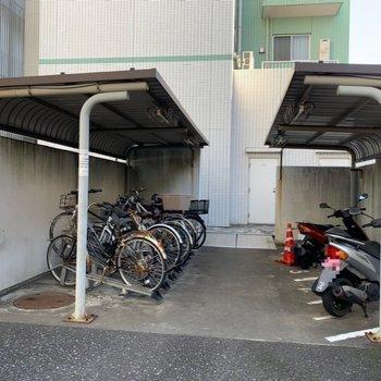 屋根付きなので、自転車はあまり汚れなさそう