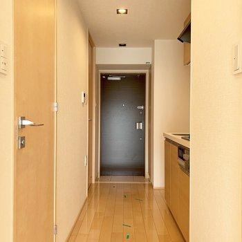 廊下に行ってみましょう※写真はクリーニング前のものです