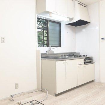 【DK】洗濯機と冷蔵庫はこちらの手前に置けますよ。